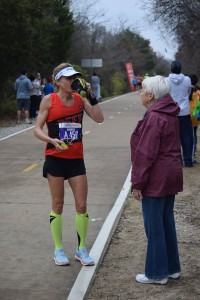 mom giving me nuun at dallas marathon