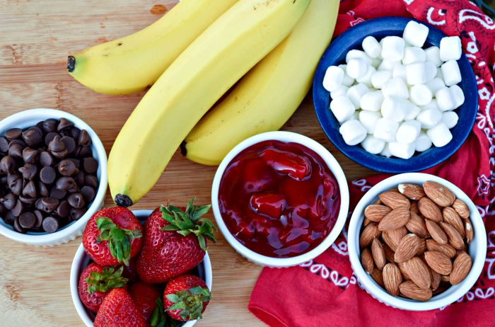 Chocolate Covered Strawberry Banana Boats ingredients
