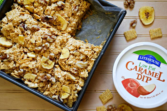 Caramel Banana Cereal Bars using Reduced Fat Caramel from Litehouse Foods makes a healthier lunch box treat.