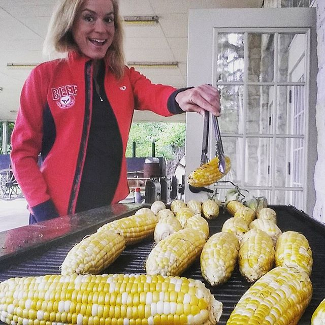 jennifer grilling corn