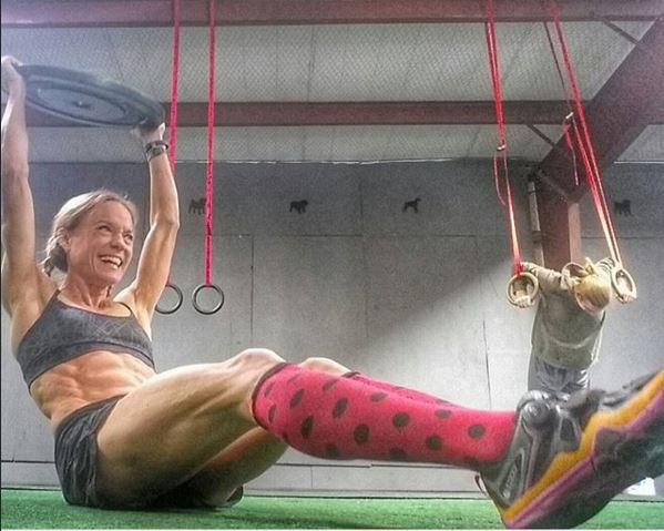 jennifer laughing crossfit situp