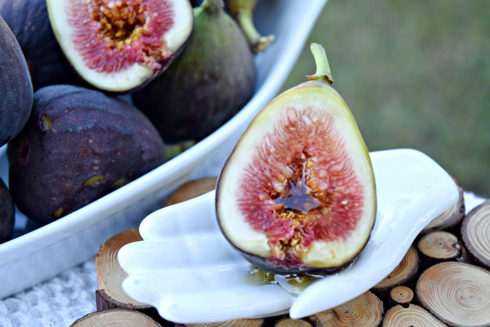 Fresh Figs with Truvia Nectar - a stevia-honey blend that is a great replacement for whole honey, sugar and agave.