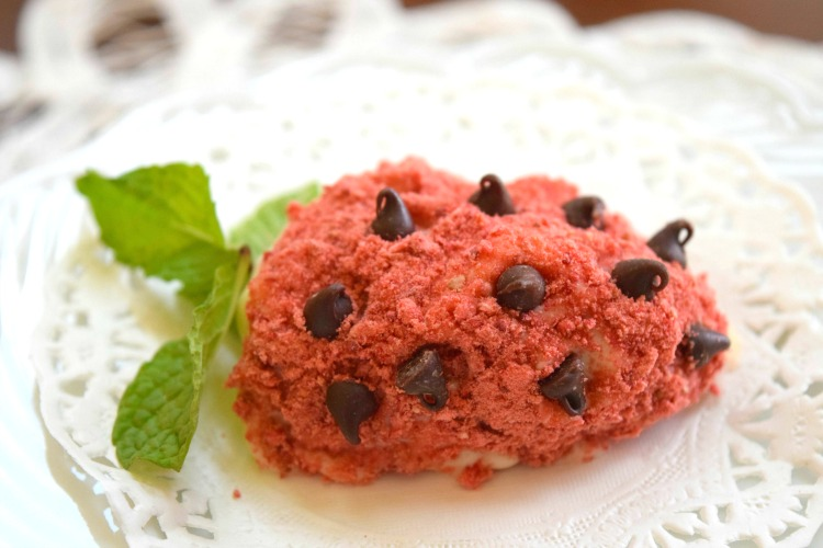 Sugar Free Strawberry Protein Truffle - a low carb way to show your sweetite that you care this Valentine's Day. A sensible snack, post-workout treat or healthy dessert