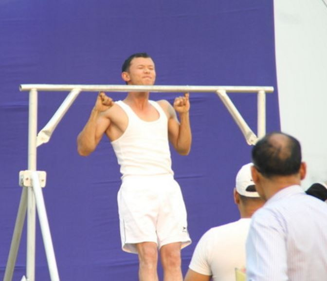 10 amazing pull up world records to beatthefitfork com