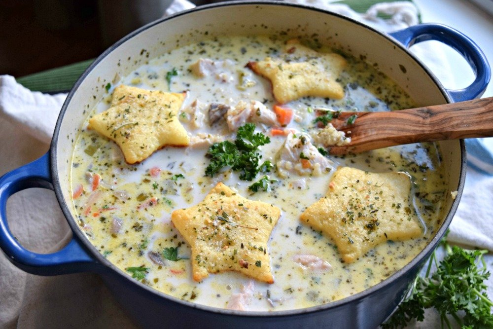 Skinny Turkey and Quinoa Pot Pie Soup