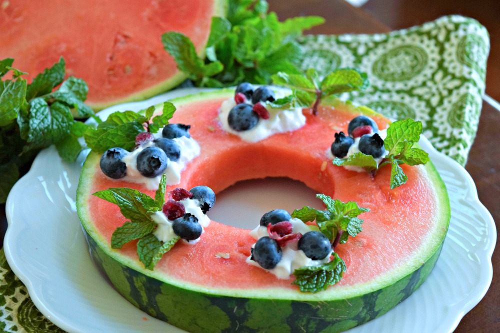 Cut a wreath from a cross section of watermelon and decorate with mint, berries and pomegranate for an easy, edible holiday decoration. Fruit Ideas for Christmas